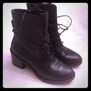 UGG Oriana Boots